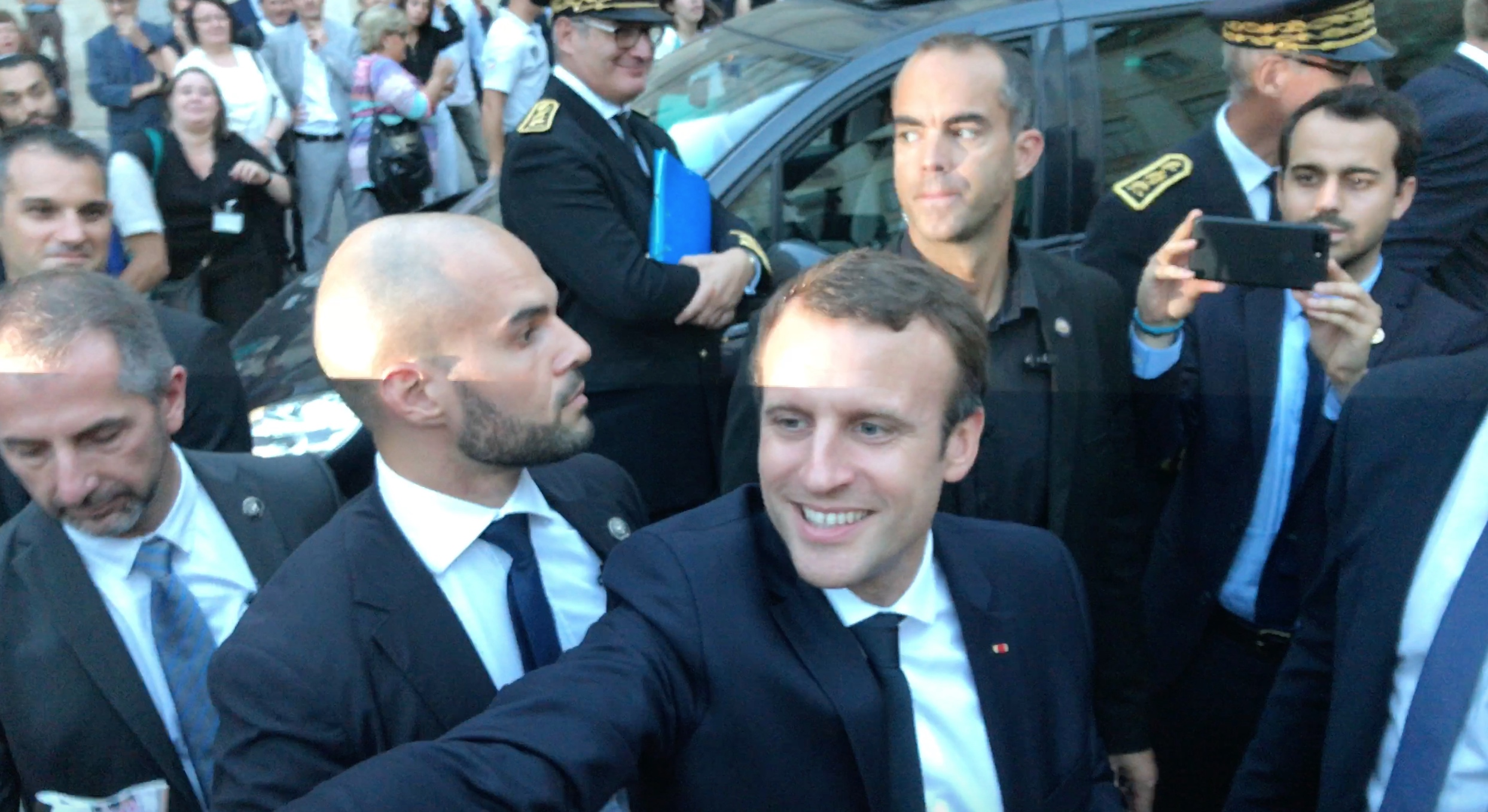 Macron Arles